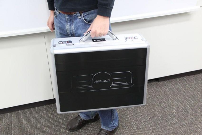 AMD Radeon R9 295X2 briefcase (5)