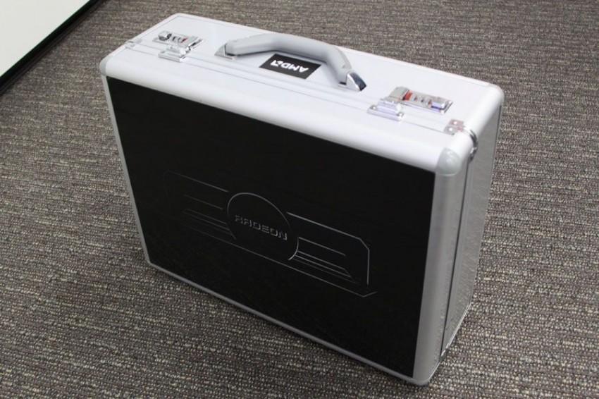 AMD Radeon R9 295X2 briefcase (6)